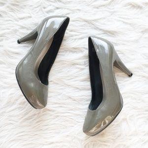 NWOT Me Too Grey Rounded Pumps Heels